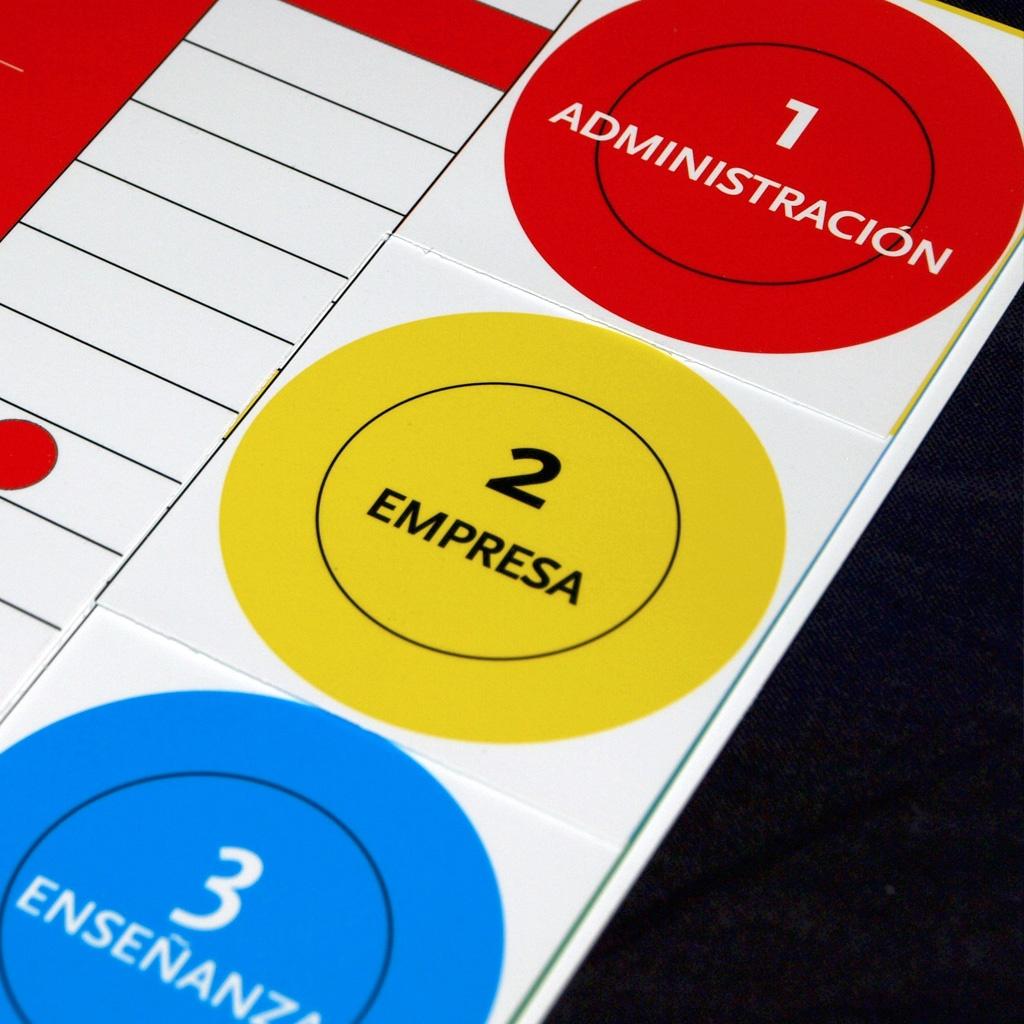 Diseño y maquetación del folleto de actividades del Colegio de Químicos de Asturias