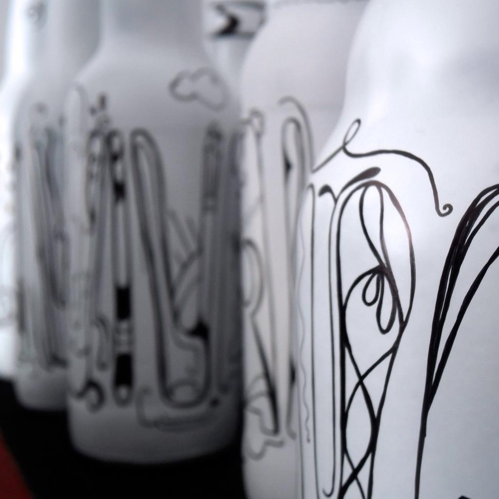 Diseño handmade de botellas recicladas de cerveza