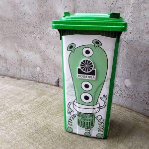 Naming, lettering, ilustración y diseño para cubos de reciclaje Cogersa