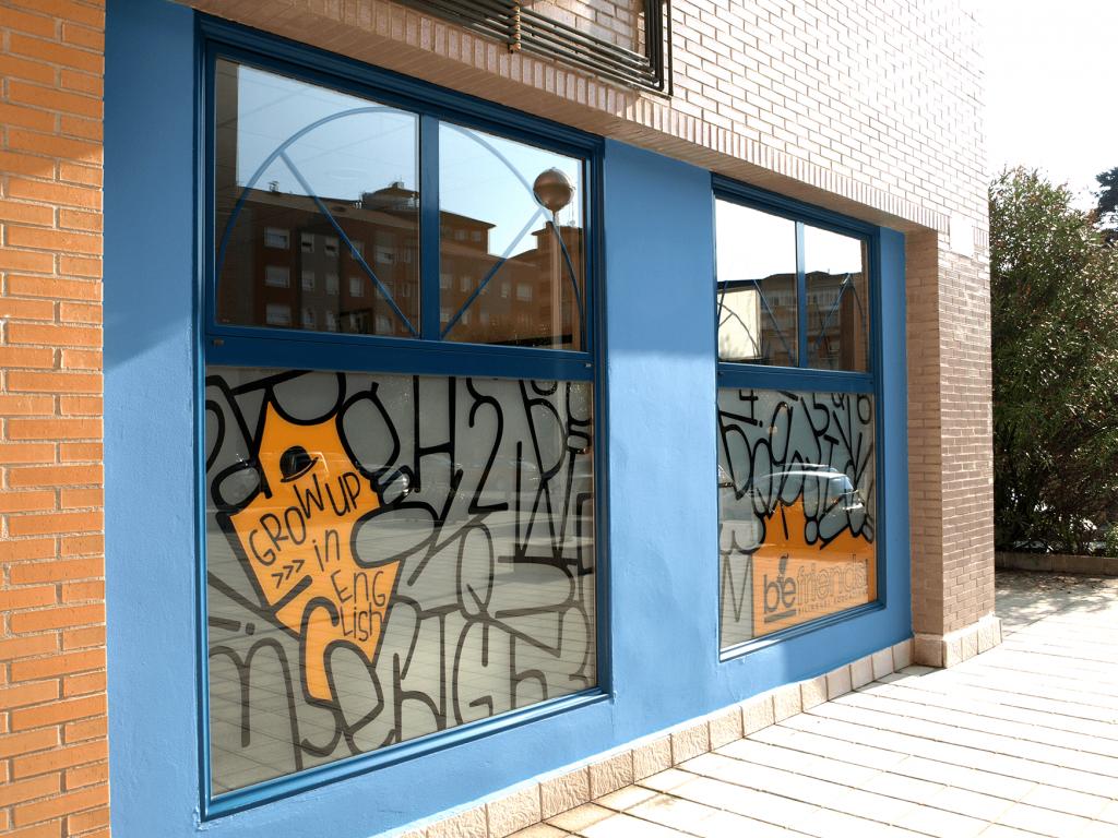 Hace unos días vestimos las ventanas de todos sus locales en Avilés.